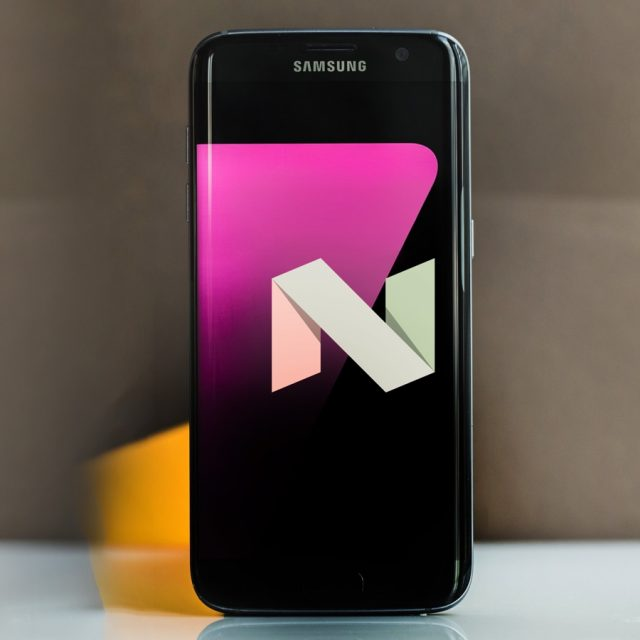 Samsung Galaxy S7 edge Android Nougat